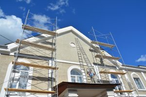 Stucco Contractors: When You Need Them & When to DIY